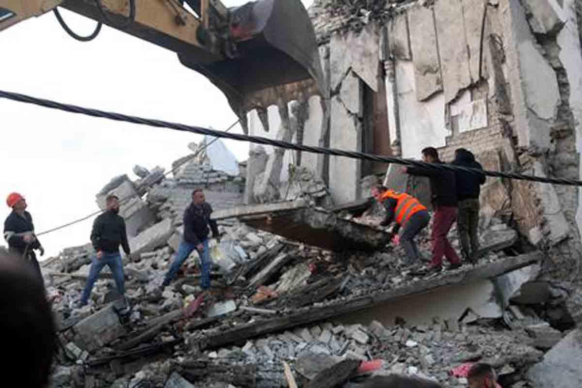 albania escombros