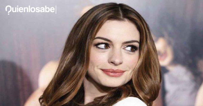 Anne Hathaway furor #pillowchallenge