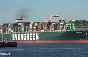 Buque encallado en el Canal del Suez